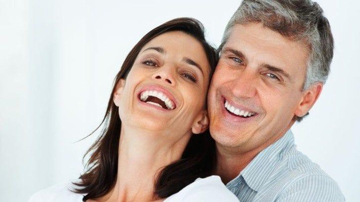 Fester oder herausnehmbarer Zahnersatz