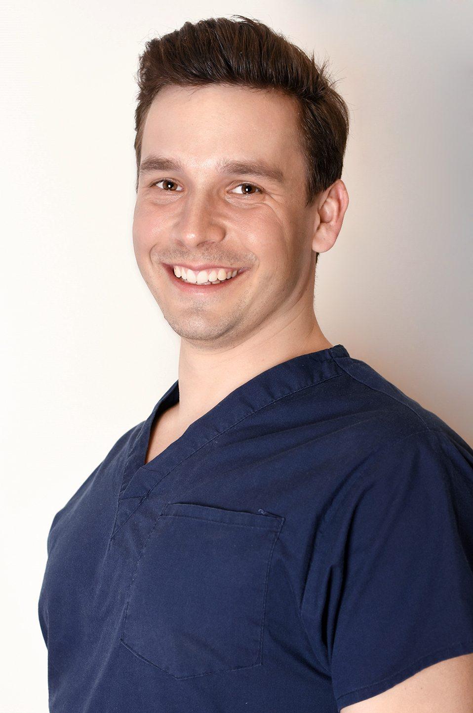 Dr. András Schandl Zahnarzt Spezialist für dentoalveoläre Chirurgie Spezialität