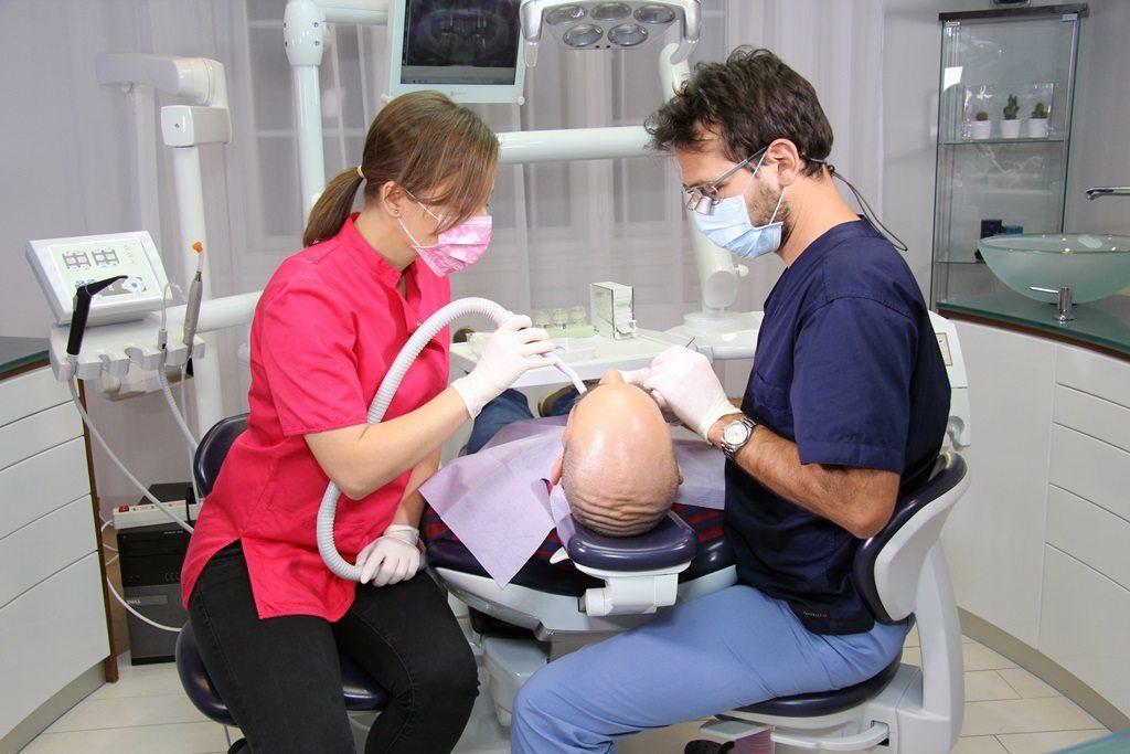 Mini-Zahnimplantate einsetzen bei Moritz Dental Zentrum