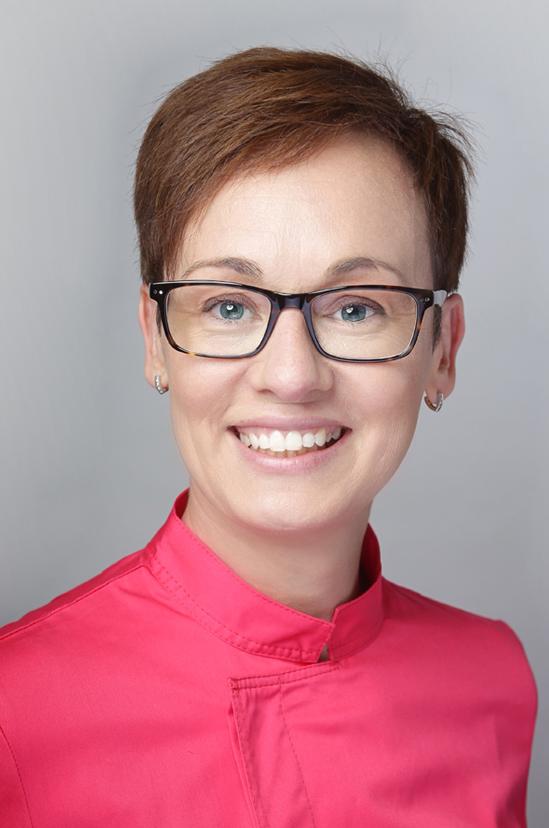 Dr. Anita Gábor Zahnarzt